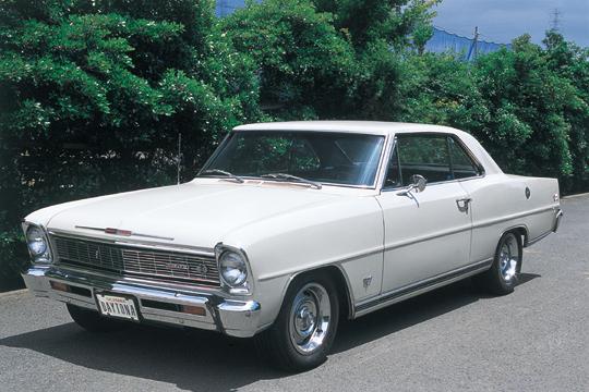 お笑いのバイきんぐの小峠英二さんが所有している愛車ですが、1966年製造のシボレー・ノヴァというのです。このシボレー・ノヴァですが、実はは生産台数も4300